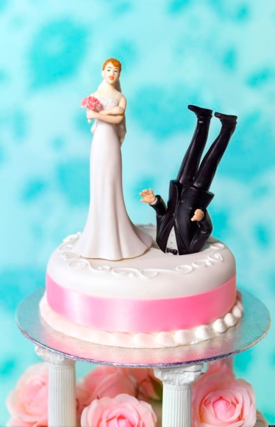 Dunked Groom-head Cake - Funny Divorce - huffingtonpost-com